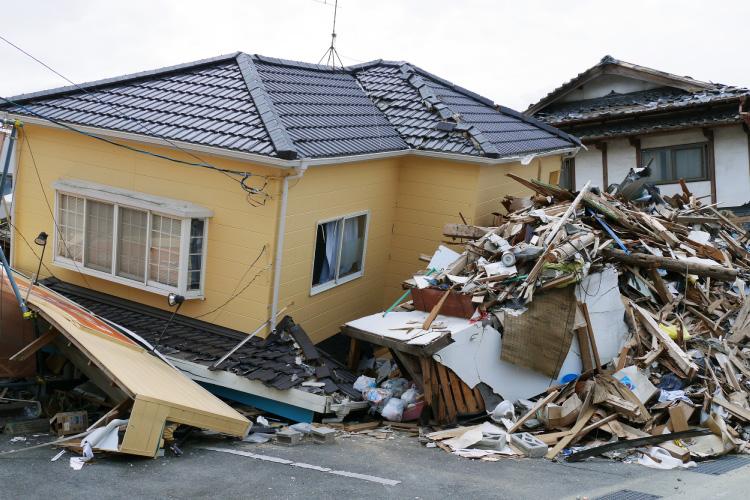 地震で倒れる家とは?